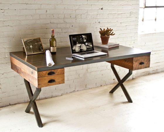 Оригинальный рабочий стол из дерева