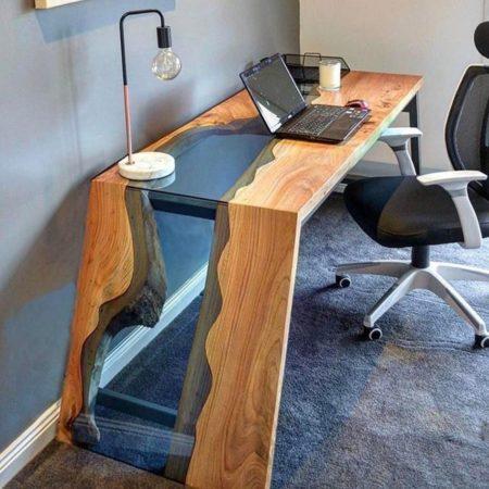 Необычный рабочий стол из эпоксидной смолы