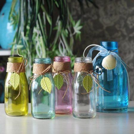 Цветные бутылки в интерьере