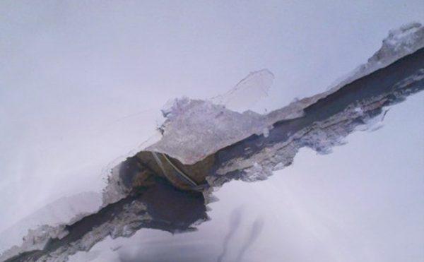 Отверстие от люстры в бетонном потолке