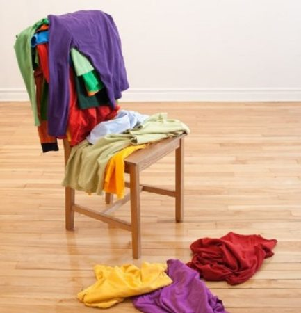 Вещи на стуле
