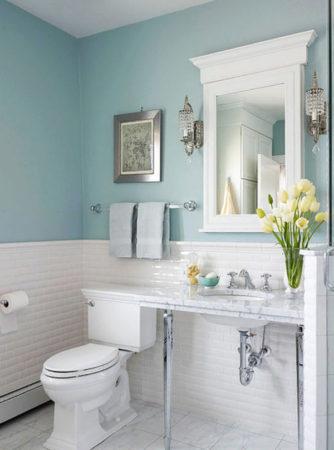 Туалет в голубом и белом цветах