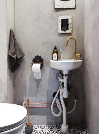 Туалет с голыми стенами