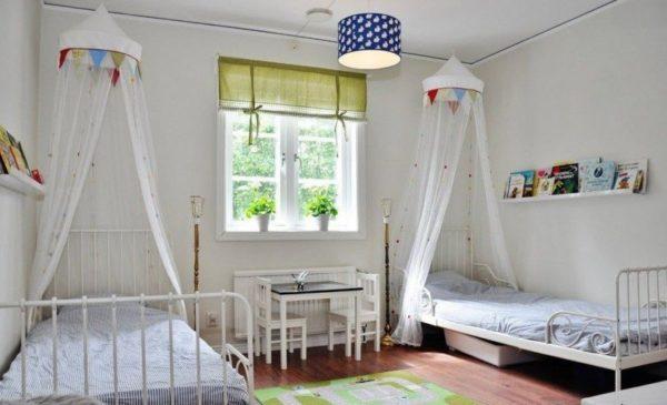Широко расставленные кровати