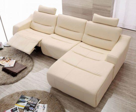 Угловой диван для небольшой комнаты