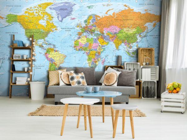 Карта мира на стене в комнате