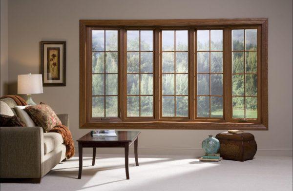 Большое окно в комнате