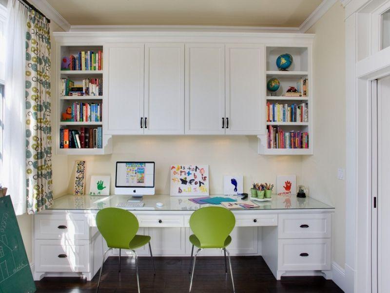 Как сэкономить пространство: рабочий стол для двоих