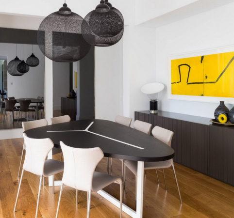 Дизайнерский стол в интерьере