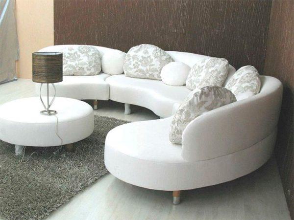 Закруглённый диван