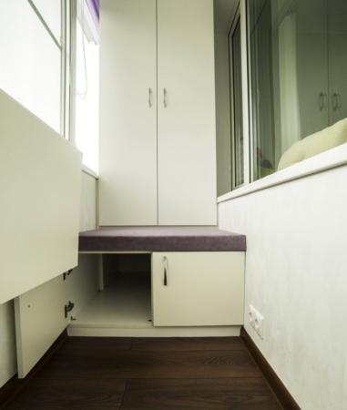 Шкаф и отсек для хранения вещей на балконе