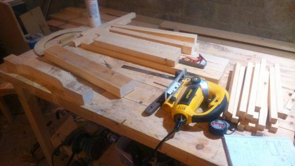 Инструменты и деревянные рейки