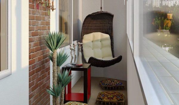 Кресло на узком балконе