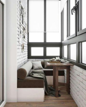 Столик на балконе