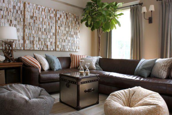 подушки на коричневый диван