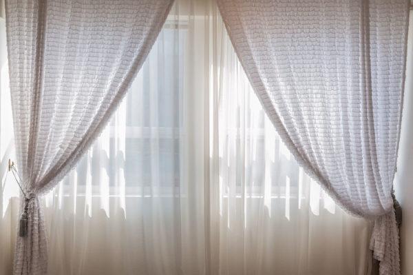 две разные шторы на одном окне