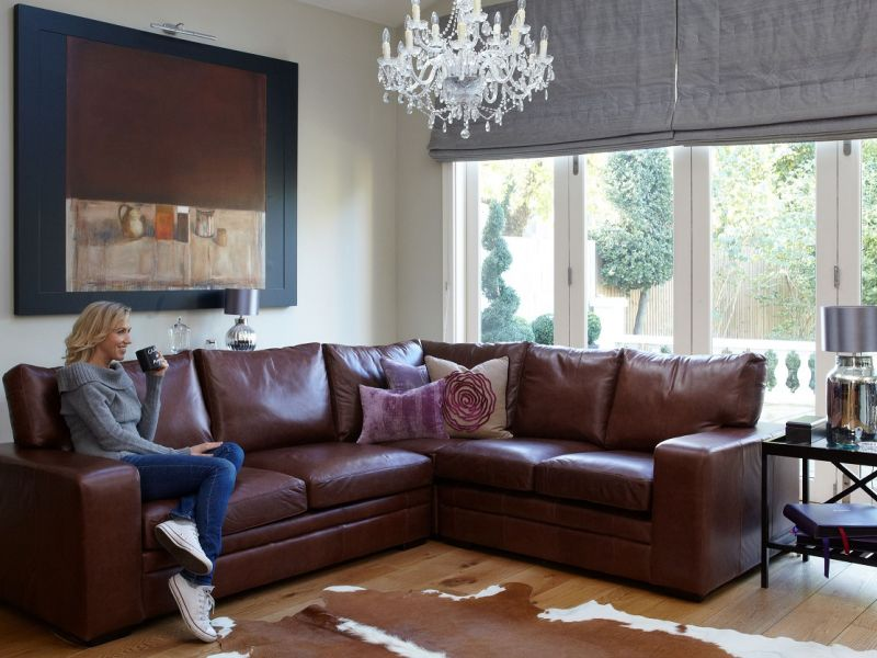 Чем украсить угол дивана: идеи на фото