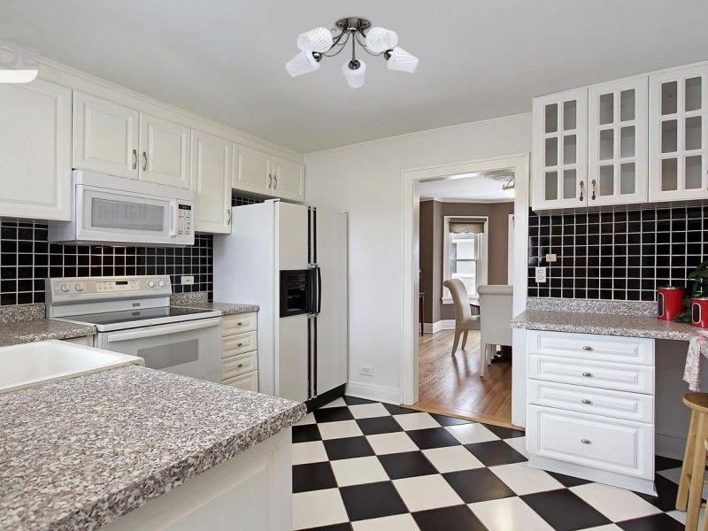 Чёрно-белый кафель на кухне: классические и оригинальные решения