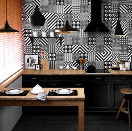 Чёрно-белый кафель на кухне