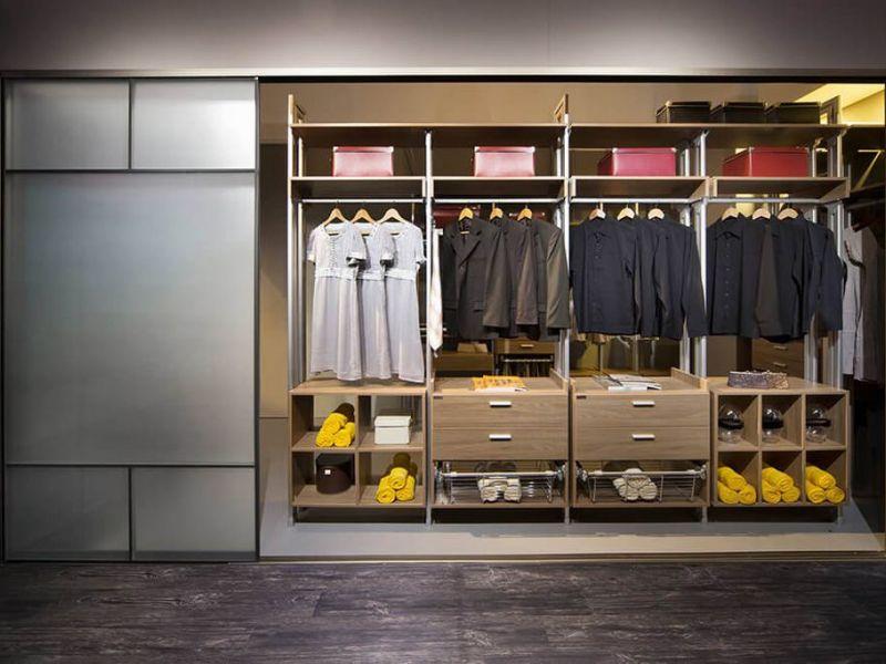 Расположение полок в шкафу: удобство и функциональность