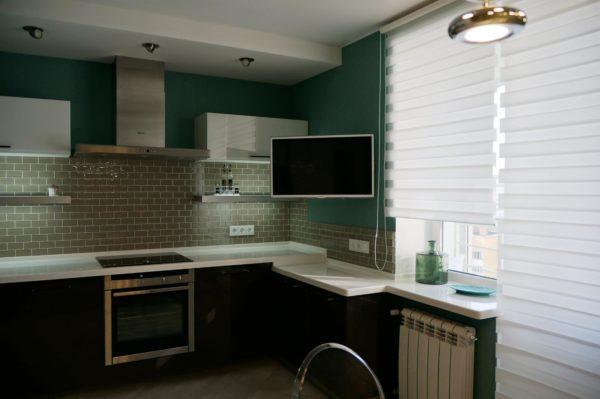 куда повесить телевизор в маленькой кухне