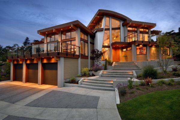 Жилой дом со стеклянными фасадами